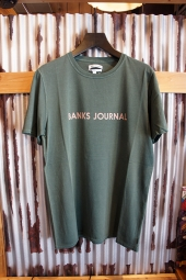 BANKS JOURNAL LABEL TEE SHIRT (FOREST)