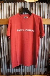 BANKS JOURNAL LABEL TEE SHIRT (VINTAGE RED)